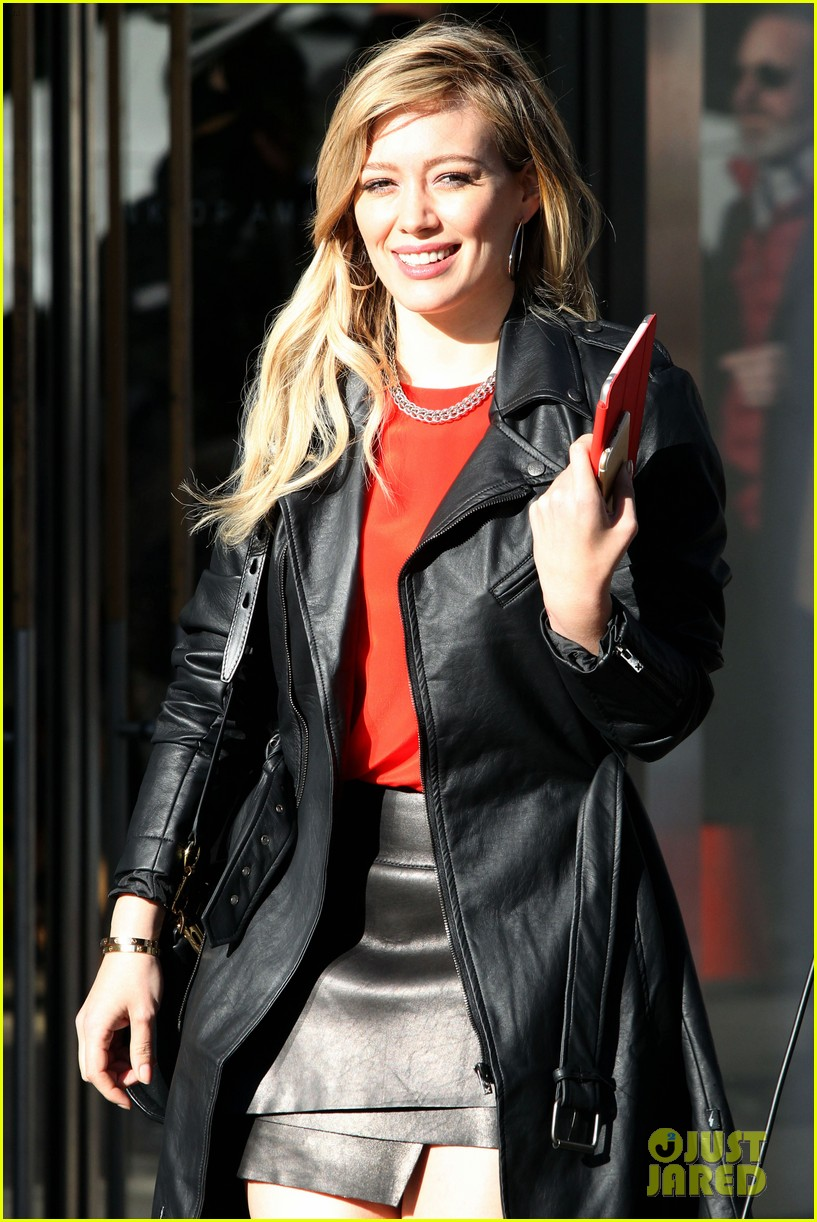 hilary duff sutton foster wrap filming on younger season 1 12