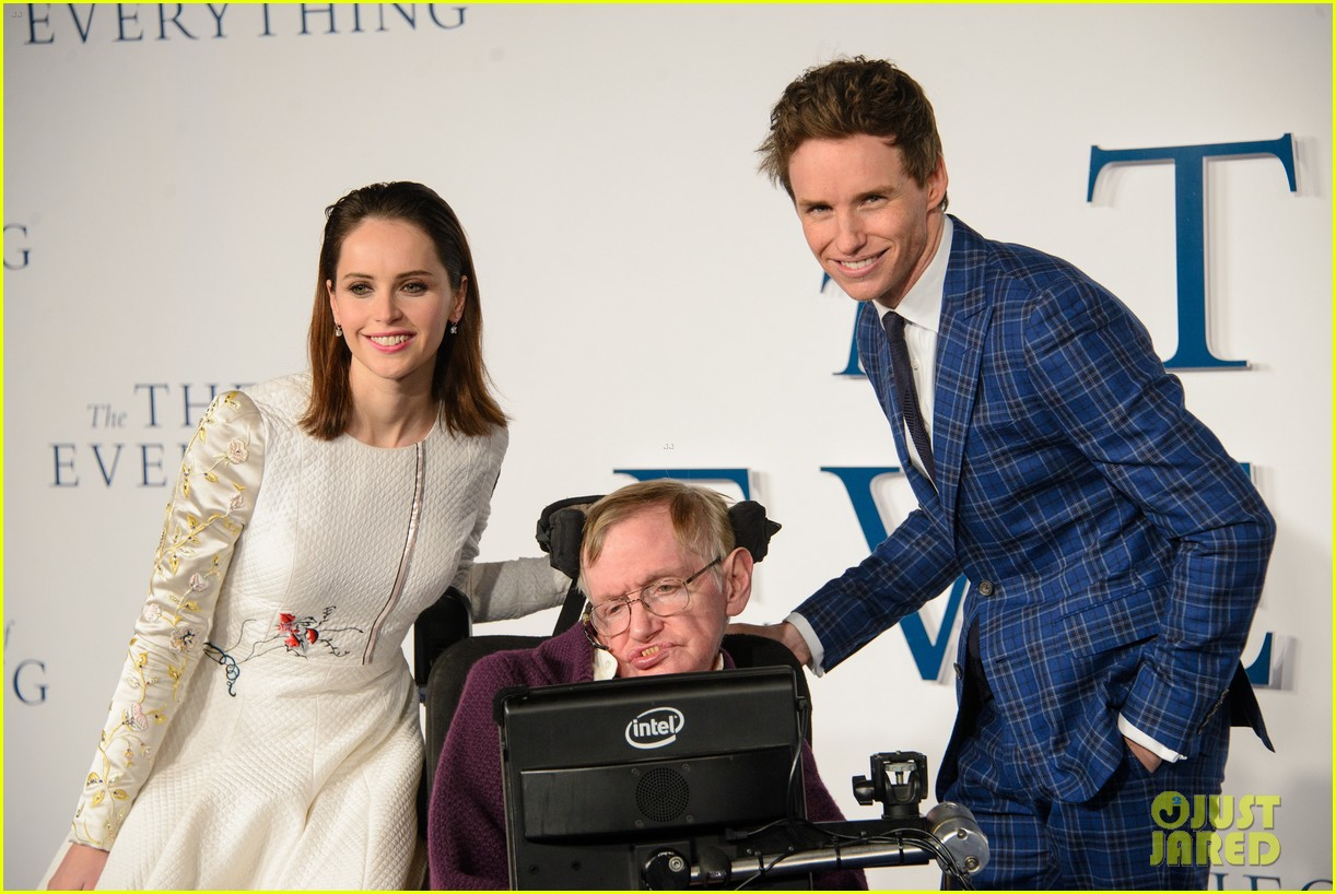 eddie-redmayne-felicity-jones-walk-the-red-carpet-with-stephen-jane-ha