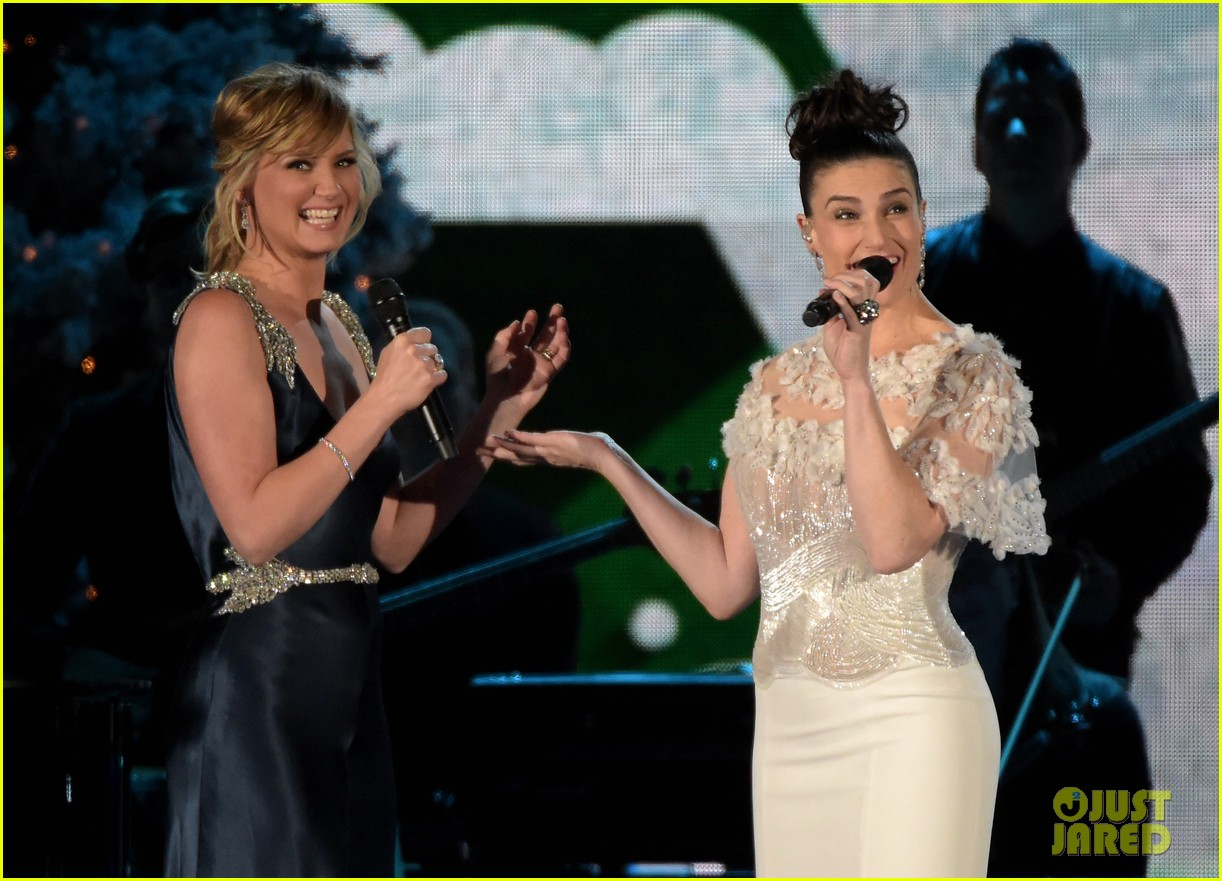 Idina Menzel Jennifer Nettles Duet Epic Version Of Let It Go