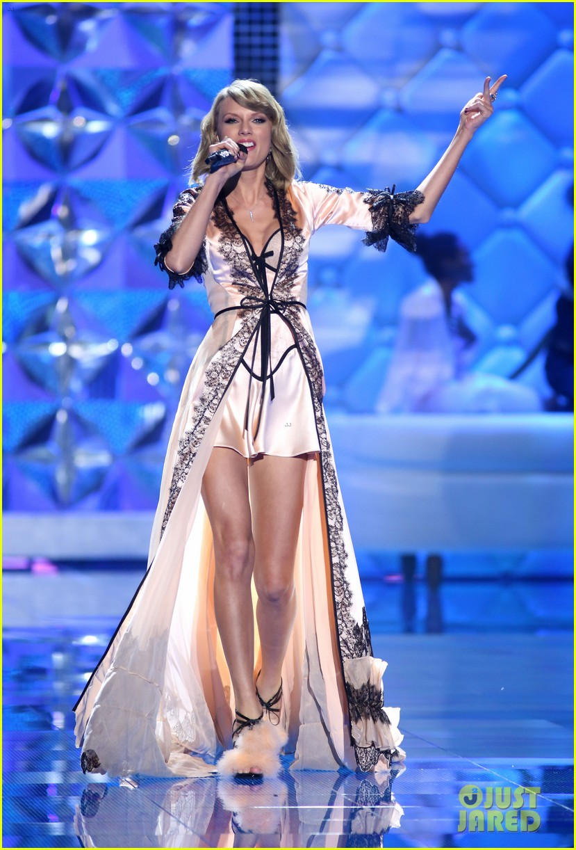 Taylor Swift Performs 39 Style 39 For First Time On Tv Watch Now Photo 3258721 2014 Victoria 39 S