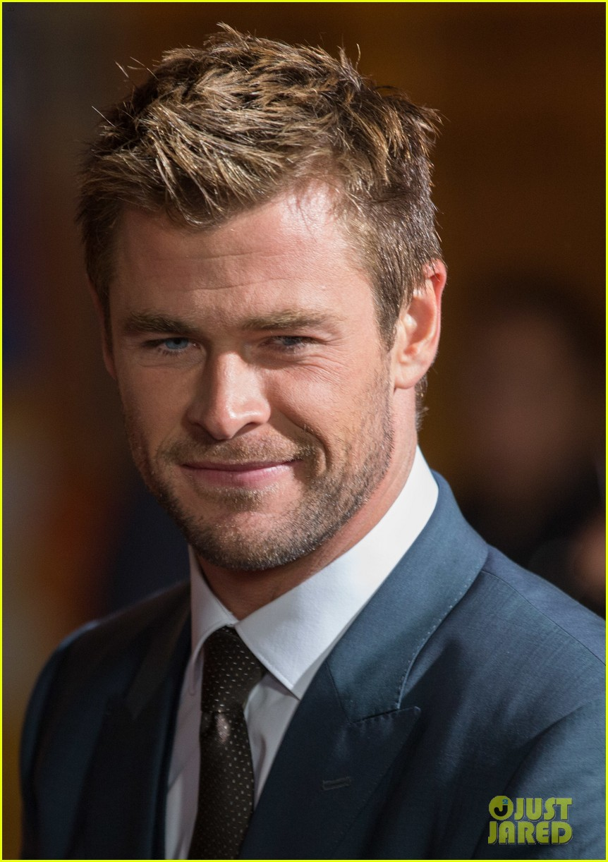 Chris Hemsworth Shows Off Short Hair At Blackhat Premiere Photo 3275527 Chris Hemsworth