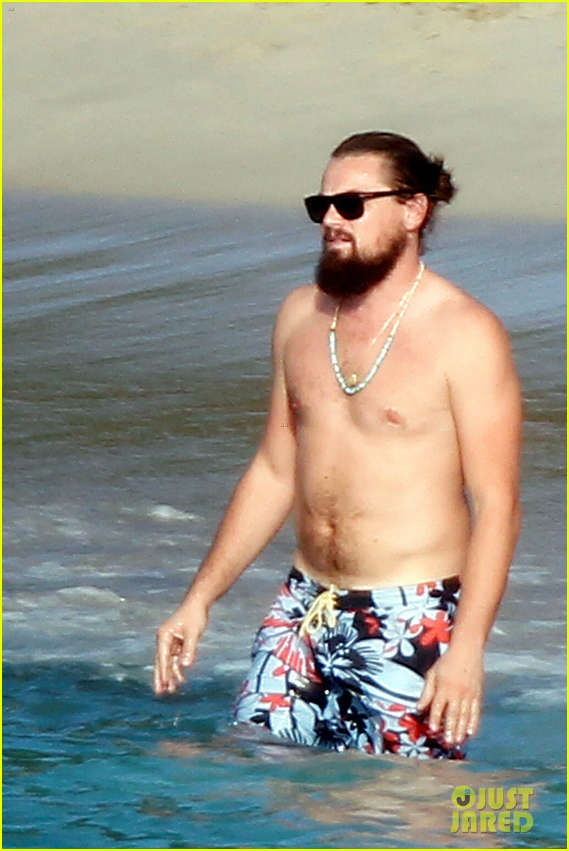 Full Sized Photo of leonardo dicaprio continues st barts trip ... тоби магуайр
