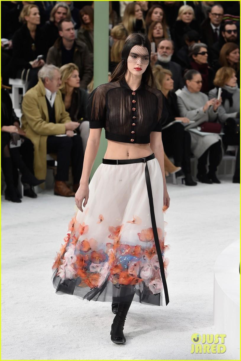 http://cdn03.cdn.justjared.com/wp-content/uploads/2015/01/kendall-braless/kendall-jenner-braless-karl-lagerfield-fashion-show-08.jpg