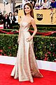 maria menounos goes gold for sag awards 2015 red carpet 01