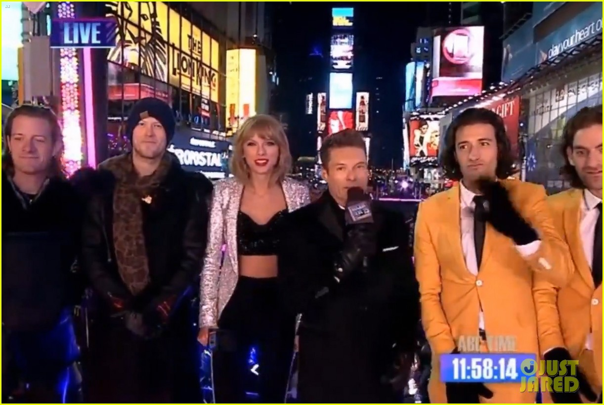 taylor swift warms up with ryan seacrests coat on new years eve 013270674