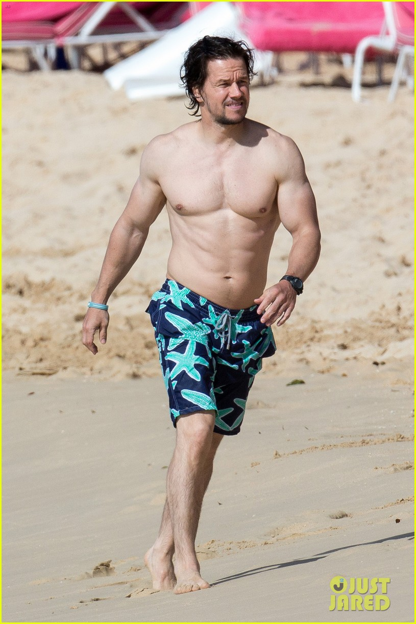 Mark Wahlberg S Muscles Are On Point For Some Beach