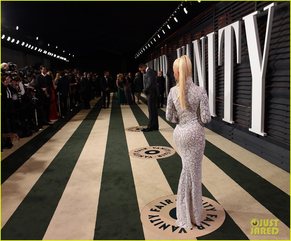 Tema Oficial: Christina Cantando en la Vanity Fair Party de los Oscars Christina-aguilera-vanity-fair-oscars-2015-party-01