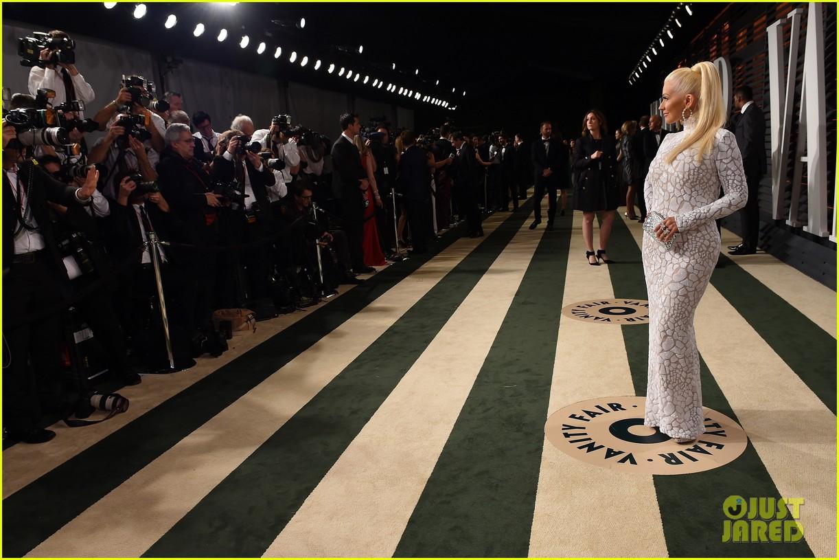 Tema Oficial: Christina Cantando en la Vanity Fair Party de los Oscars Christina-aguilera-vanity-fair-oscars-2015-party-06