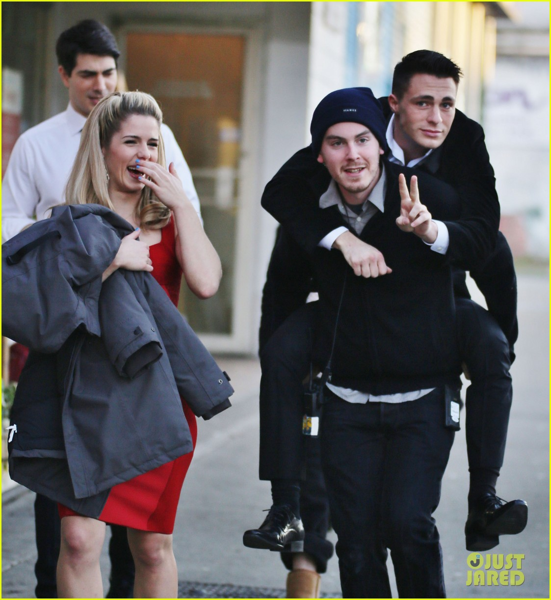 emily bett rickards and colton haynes dating Emily bett rickards it looks like the brainy felicity smoak is going to be helping which kicks off teen wolf hottie colton haynes' guest star stint as.