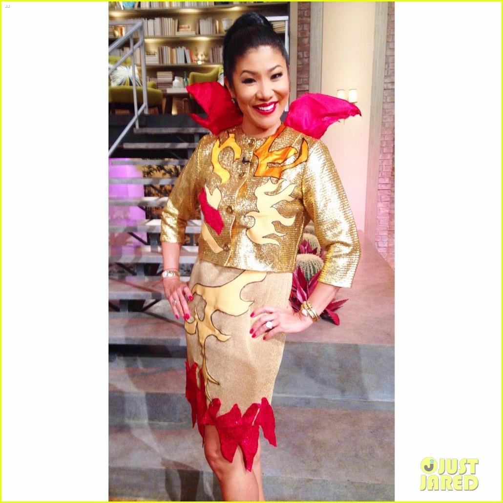 julie chen dresses as katy perry super bowl 023294178