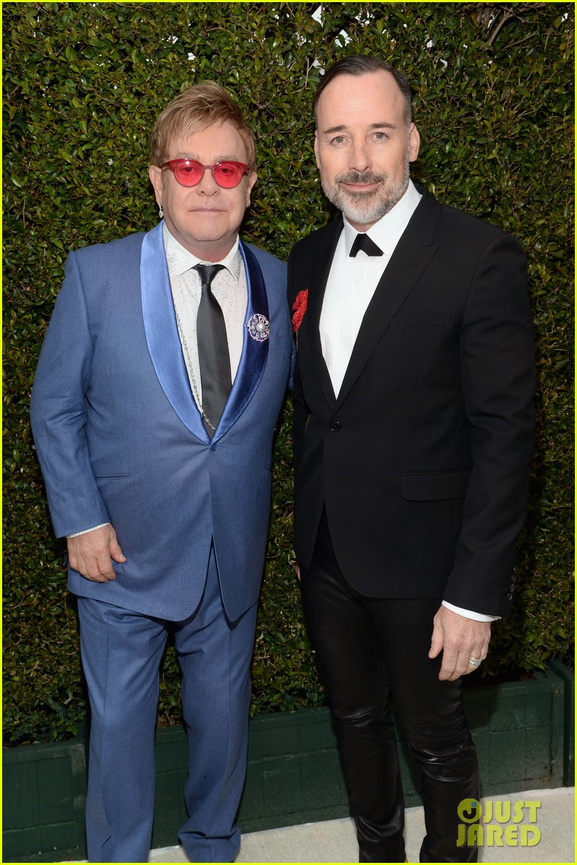 elton john hosts tons of celebs at his annual oscars party 013312485
