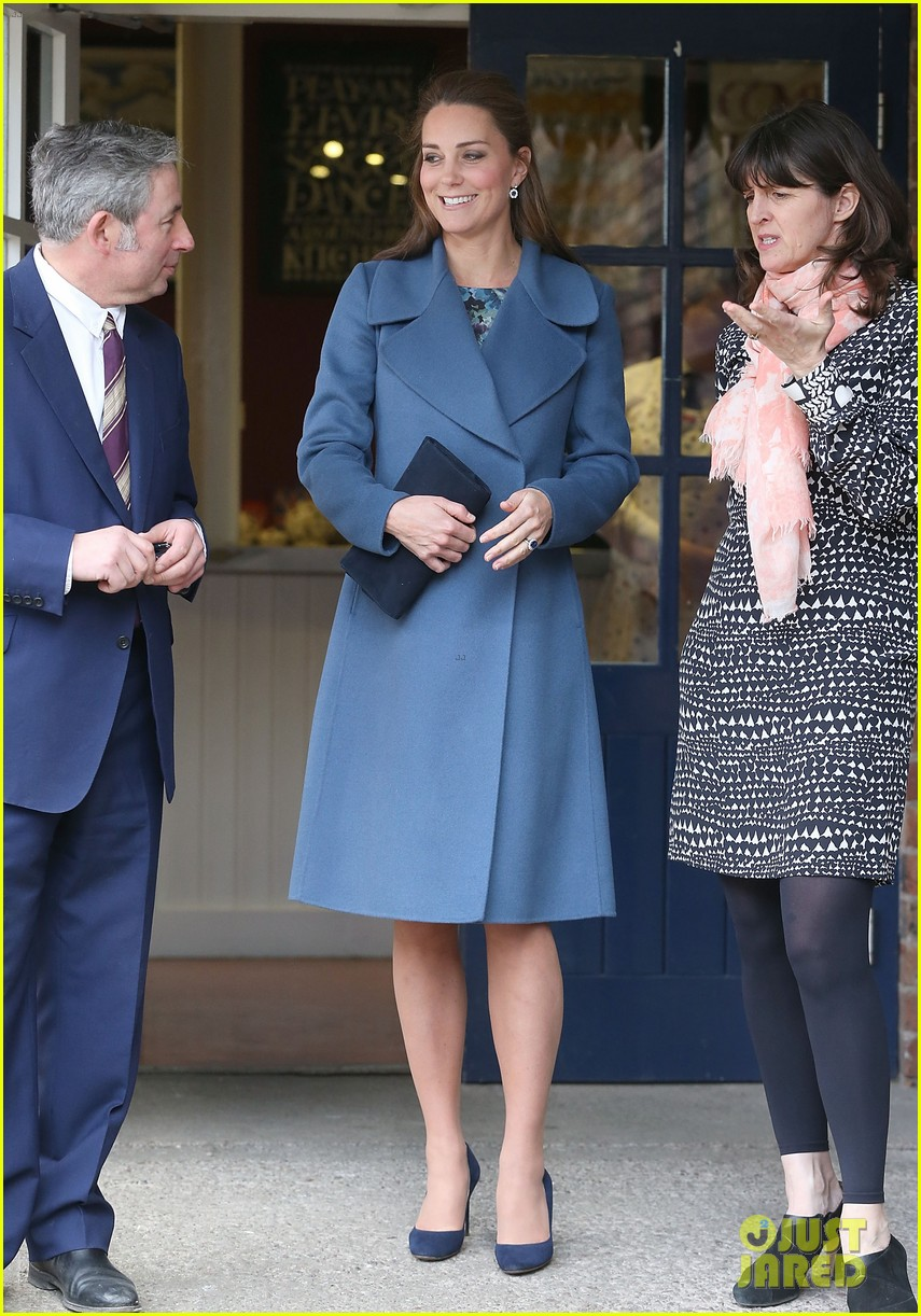 Kate Middleton Covers Baby Bump in Royal Blue Peacoat: Photo
