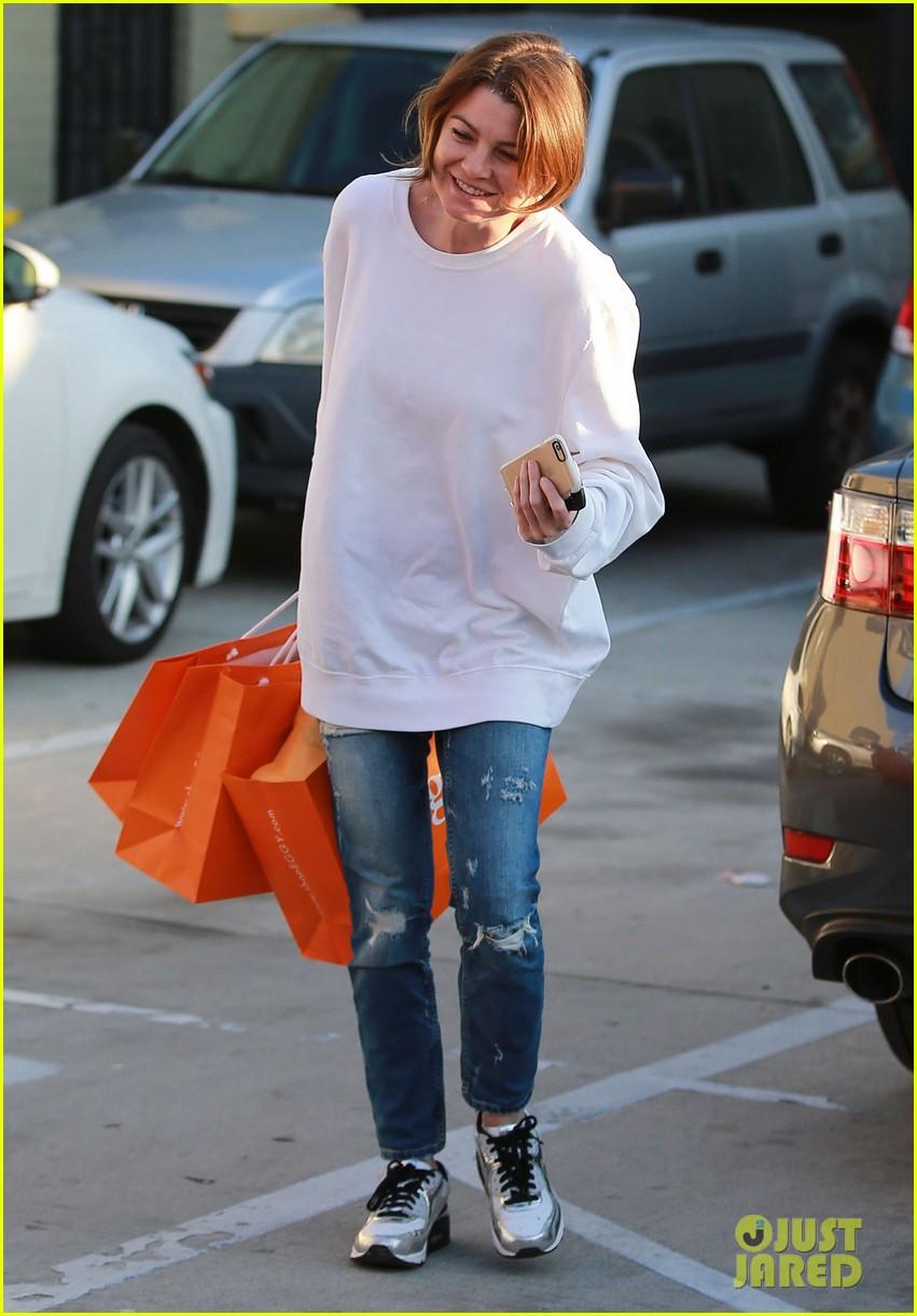 Grey's Anatomy-გრეის ანატომია - Page 13 Ellen-pompeo-baby-clothes-shopping-05