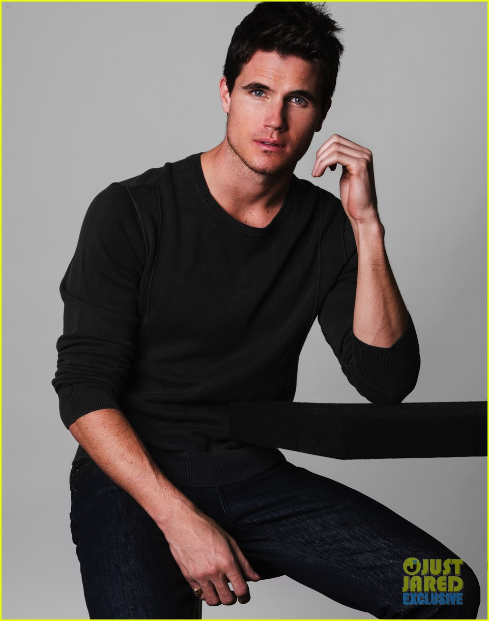 Robbie Amell Beach Robbie Amell Just Jared