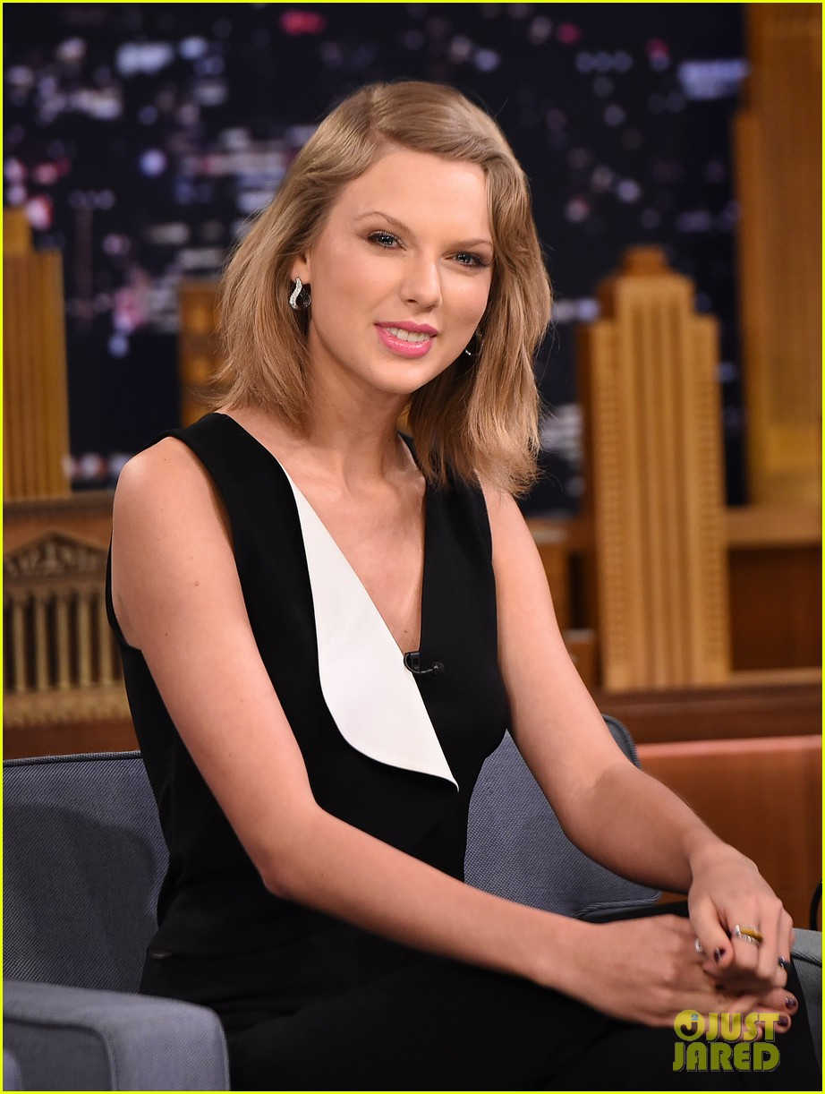 taylor swift jimmy fallon yell about sports late night 04