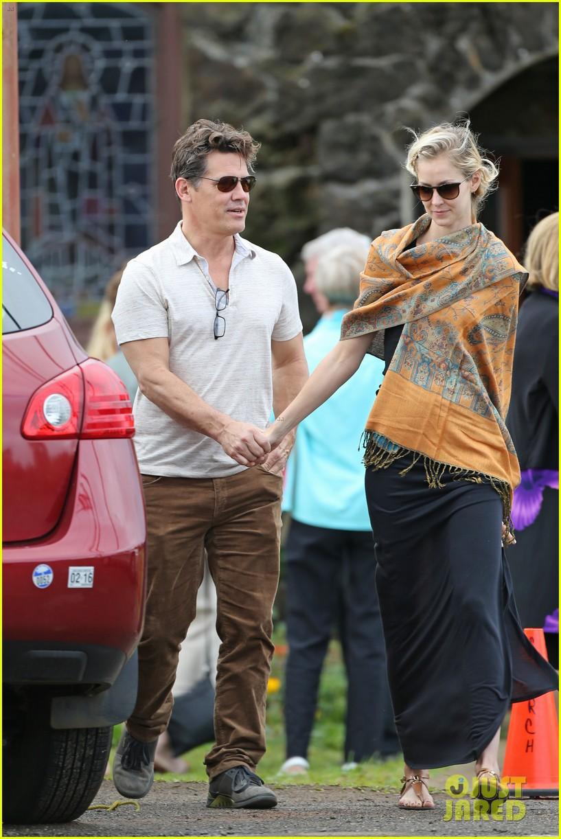 josh brolin girlfriend kathryn boyd hold hands for church date 103329234