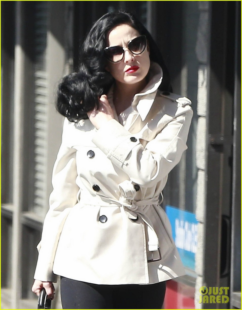 dita von teese looks super glam even after pilates class