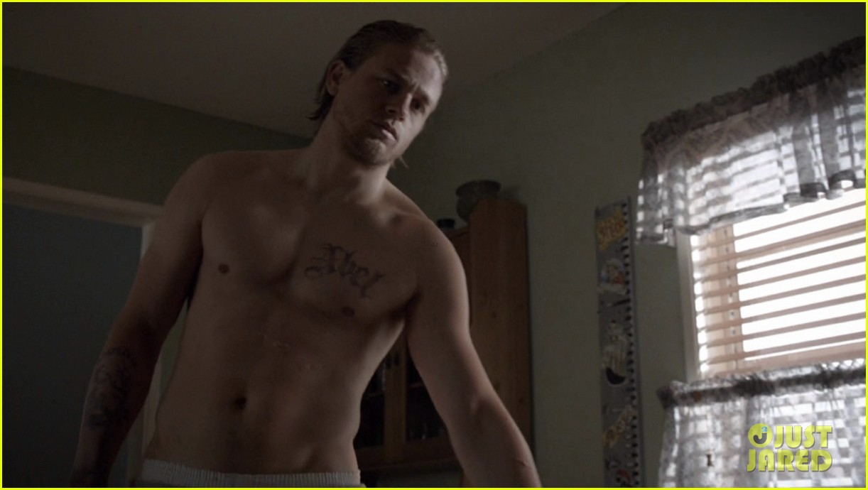 does sons of anarchy have nudity