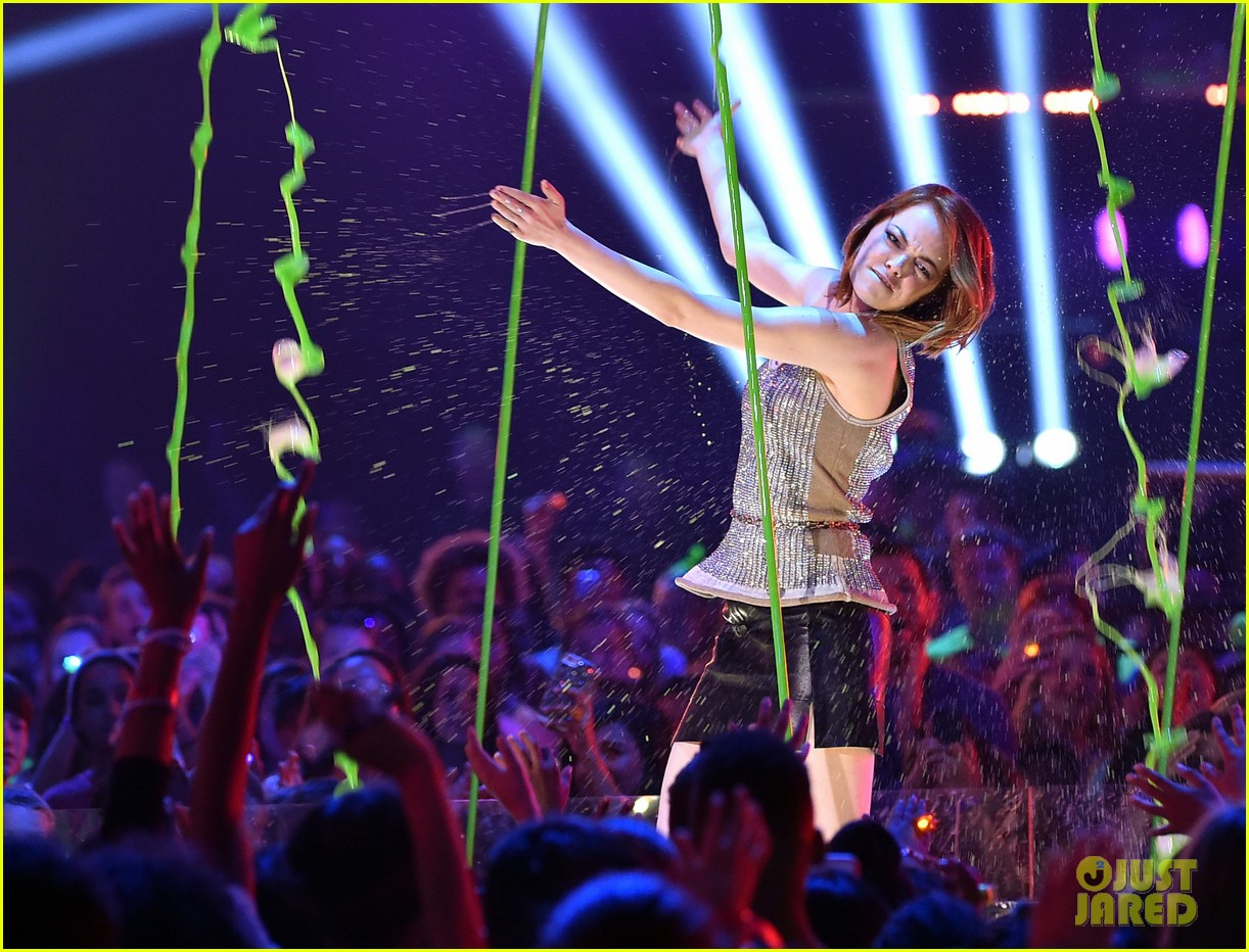 http://cdn03.cdn.justjared.com/wp-content/uploads/2015/03/stone-kcas/emma-stone-celebrates-her-win-at-the-kcas-2015-01.jpg