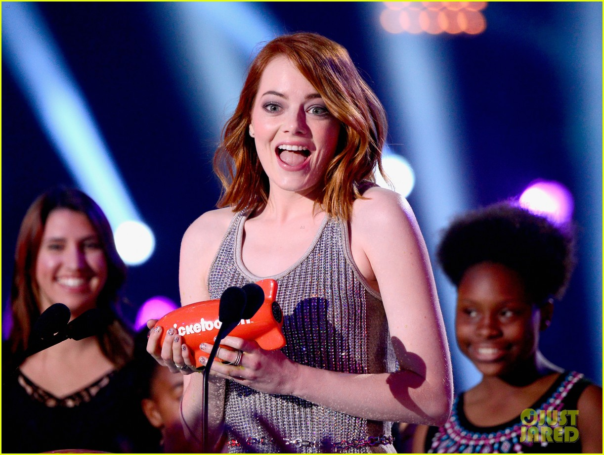http://cdn03.cdn.justjared.com/wp-content/uploads/2015/03/stone-kcas/emma-stone-celebrates-her-win-at-the-kcas-2015-06.jpg