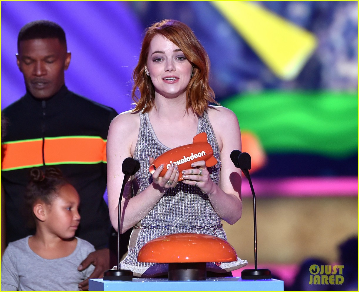 http://cdn03.cdn.justjared.com/wp-content/uploads/2015/03/stone-kcas/emma-stone-celebrates-her-win-at-the-kcas-2015-09.jpg