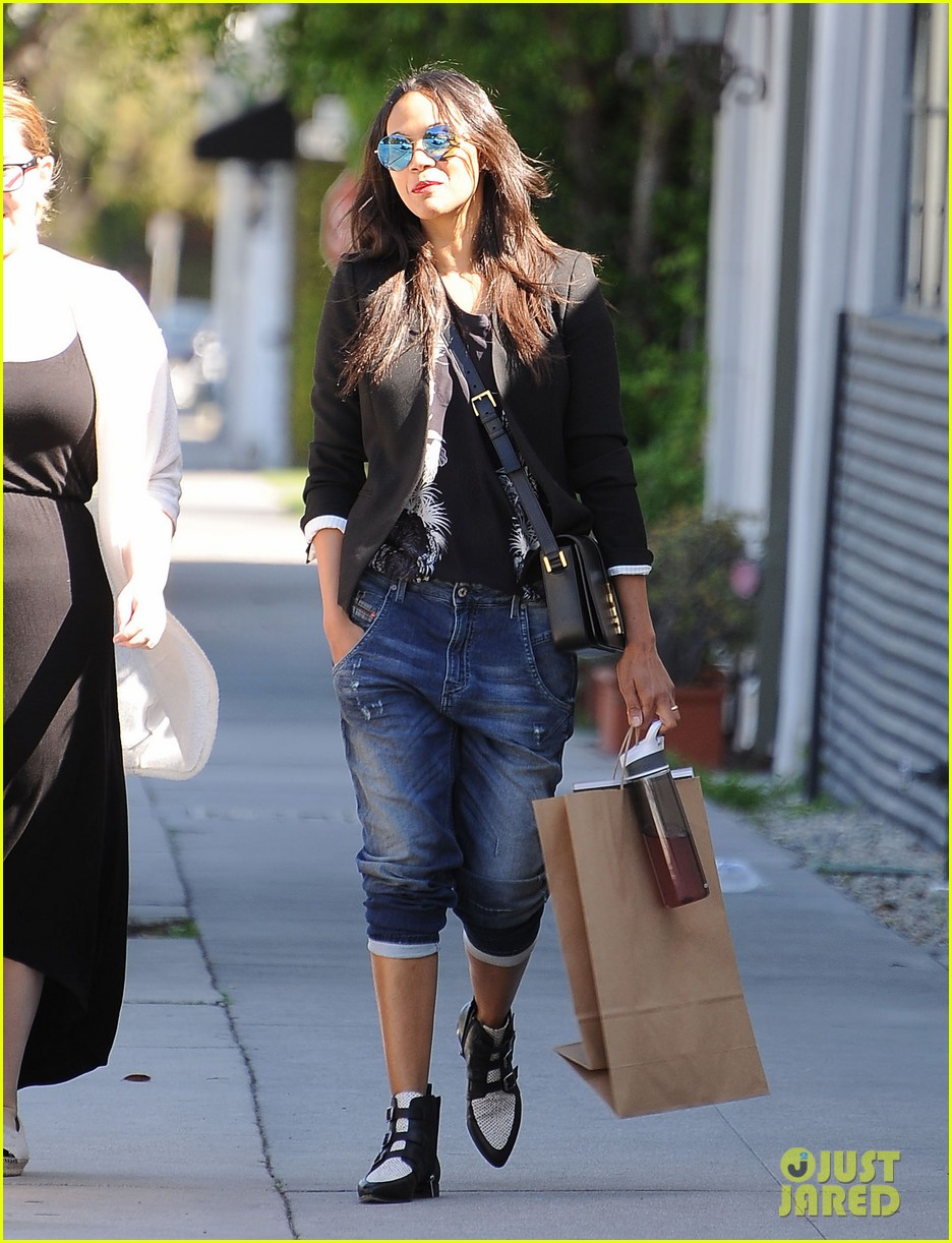 full sized photo of zoe saldana shopping with a friend 17 photo 3320382 just jared. Black Bedroom Furniture Sets. Home Design Ideas