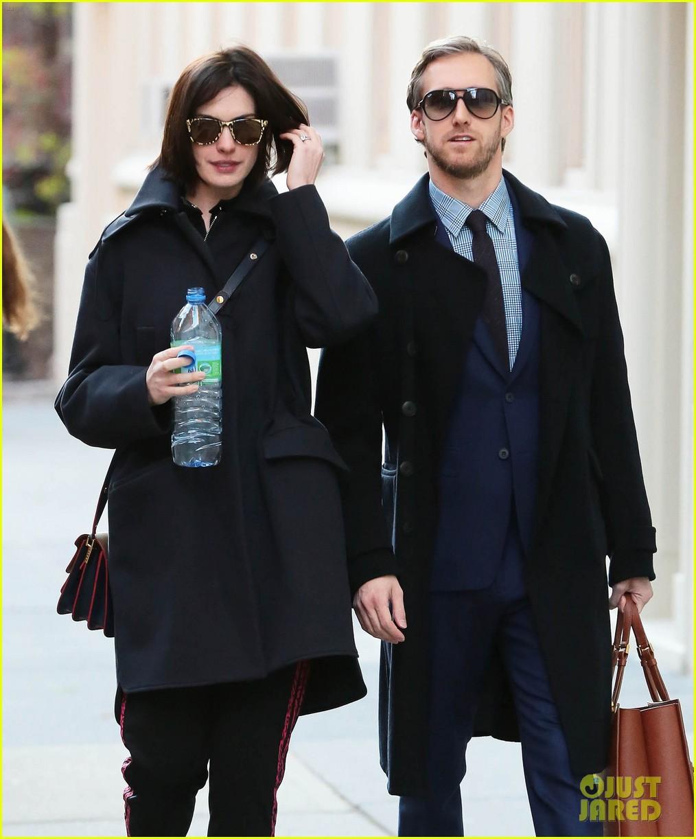 Anne Hathaway And Adam Shulman Shared A Kiss In Manhattan: Anne Hathaway 'Likes The Idea' Of Hillary Clinton For