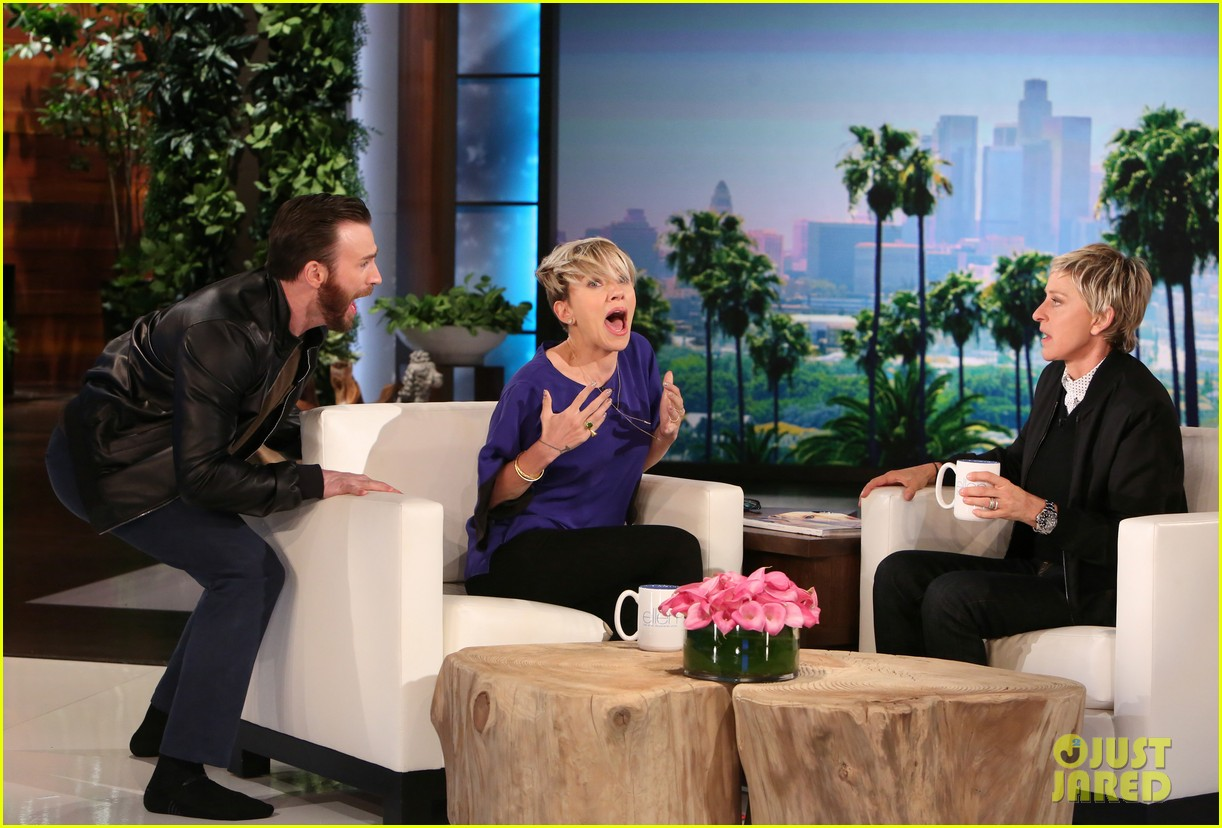 Franchise Marvel/Disney #3 Chris-evans-scares-scarlett-johansson-on-ellen-01