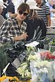 jennifer garner stops by the farmers market 04