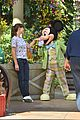 jennifer garner meets mickey mouse at disneyland 04