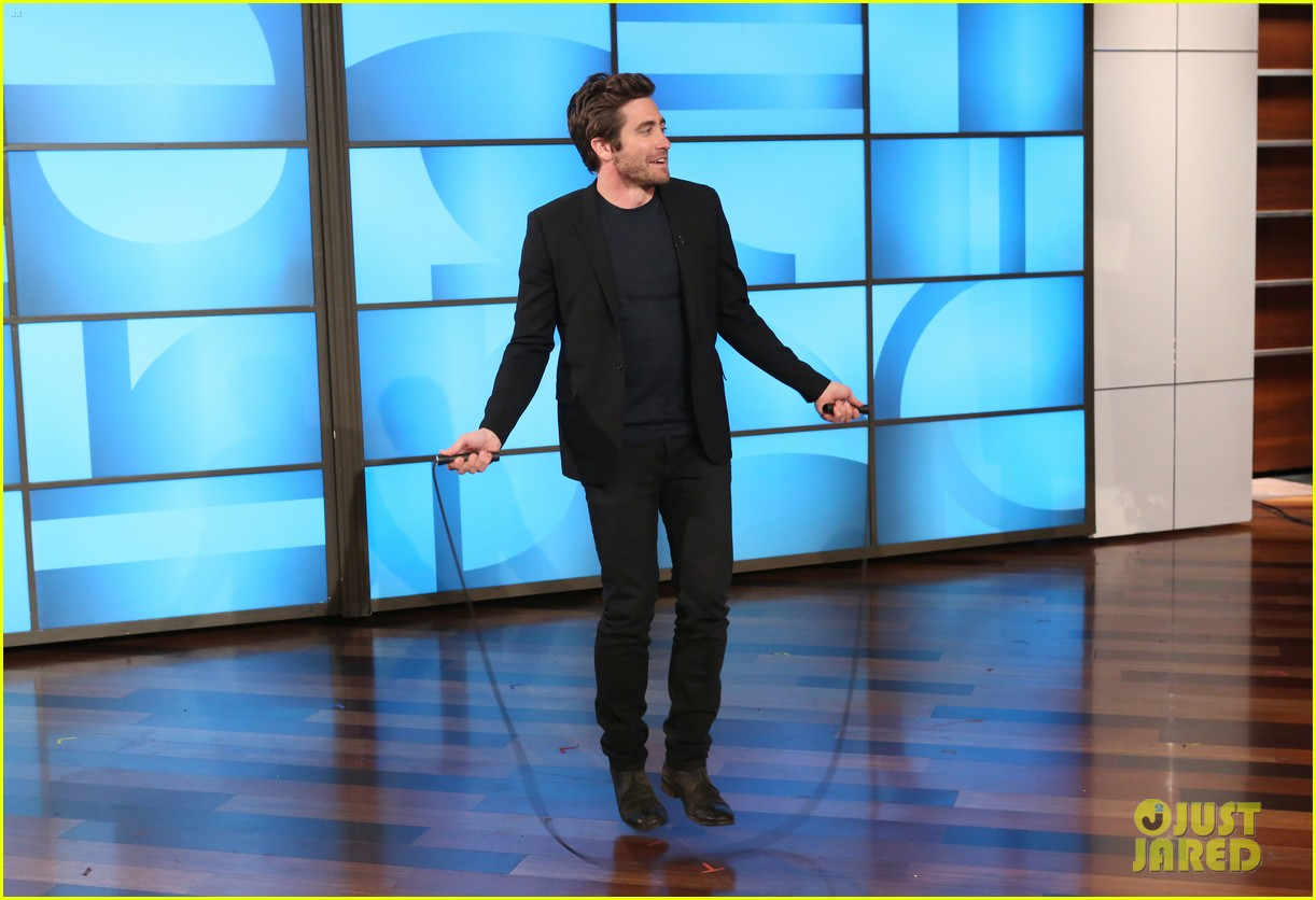 jake gyllenhaal reveals hes single opens up about dating 01 Jake Gyllenhaal