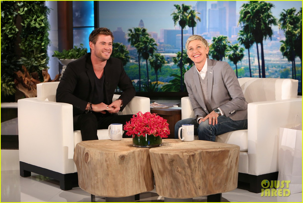 http://cdn03.cdn.justjared.com/wp-content/uploads/2015/04/hemsworth-airplane/chris-hemsworth-reflects-on-airplane-trip-02.jpg
