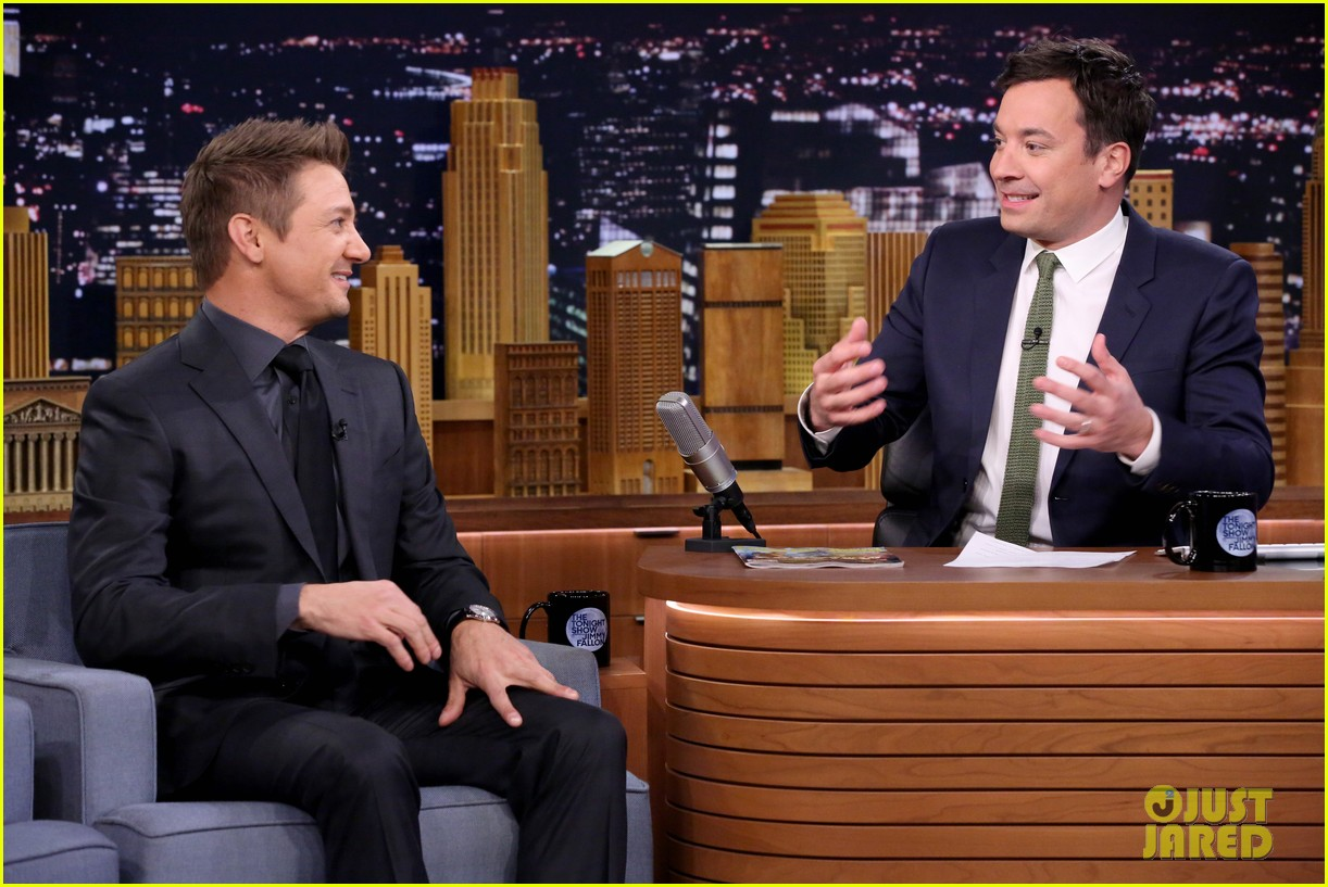 http://cdn03.cdn.justjared.com/wp-content/uploads/2015/04/renner-parody2/jeremy-renner-sings-hawkeye-parody-to-thinking-out-loud-05.jpg