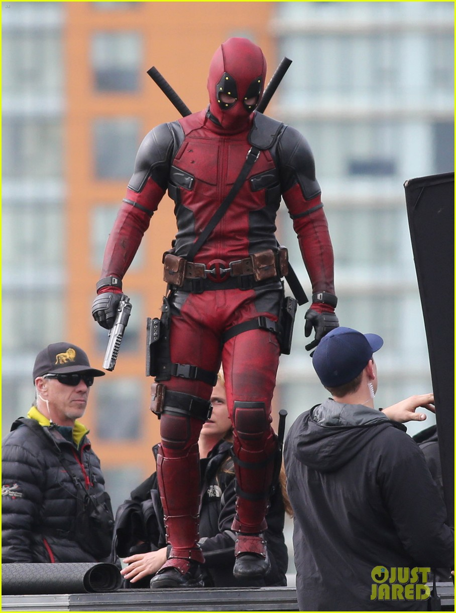 ryan reynolds full deadpool suit gets pictured on set 09