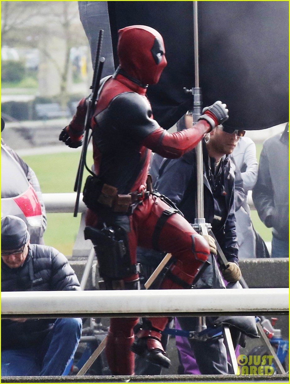http://cdn03.cdn.justjared.com/wp-content/uploads/2015/04/reynolds-set/ryan-reynolds-films-some-deadpool-scenes-04.jpg