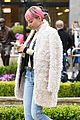 nicole richie treats herself to a antique road show sunday 16