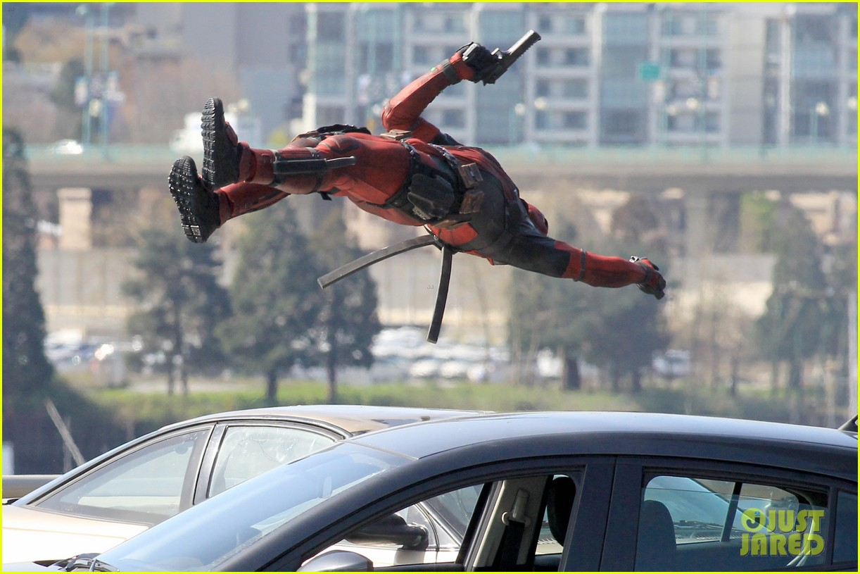 http://cdn03.cdn.justjared.com/wp-content/uploads/2015/04/ryan-ded/ryan-reynolds-pictured-unmasked-deadpool-costume-26.jpg