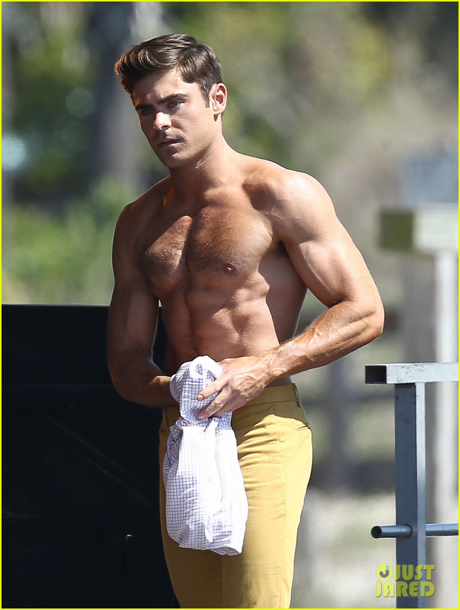 Zac Efron & Robert De Niro Have a Shirtless Body Contest in These ...