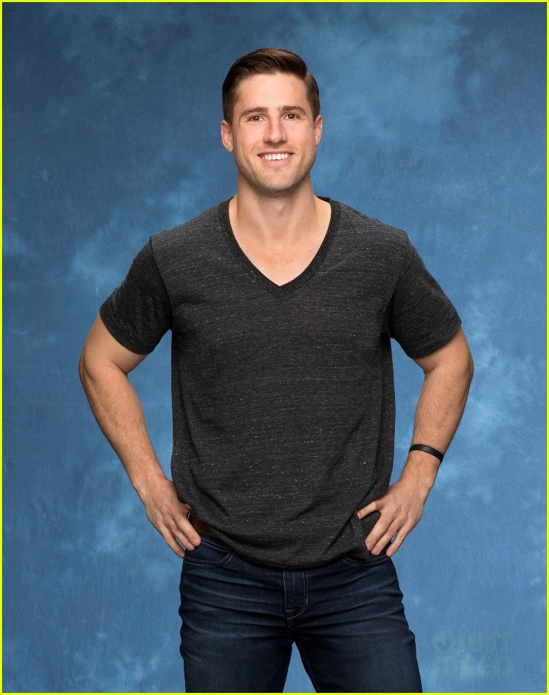 The bachelorette promo teases gay relationship between two male