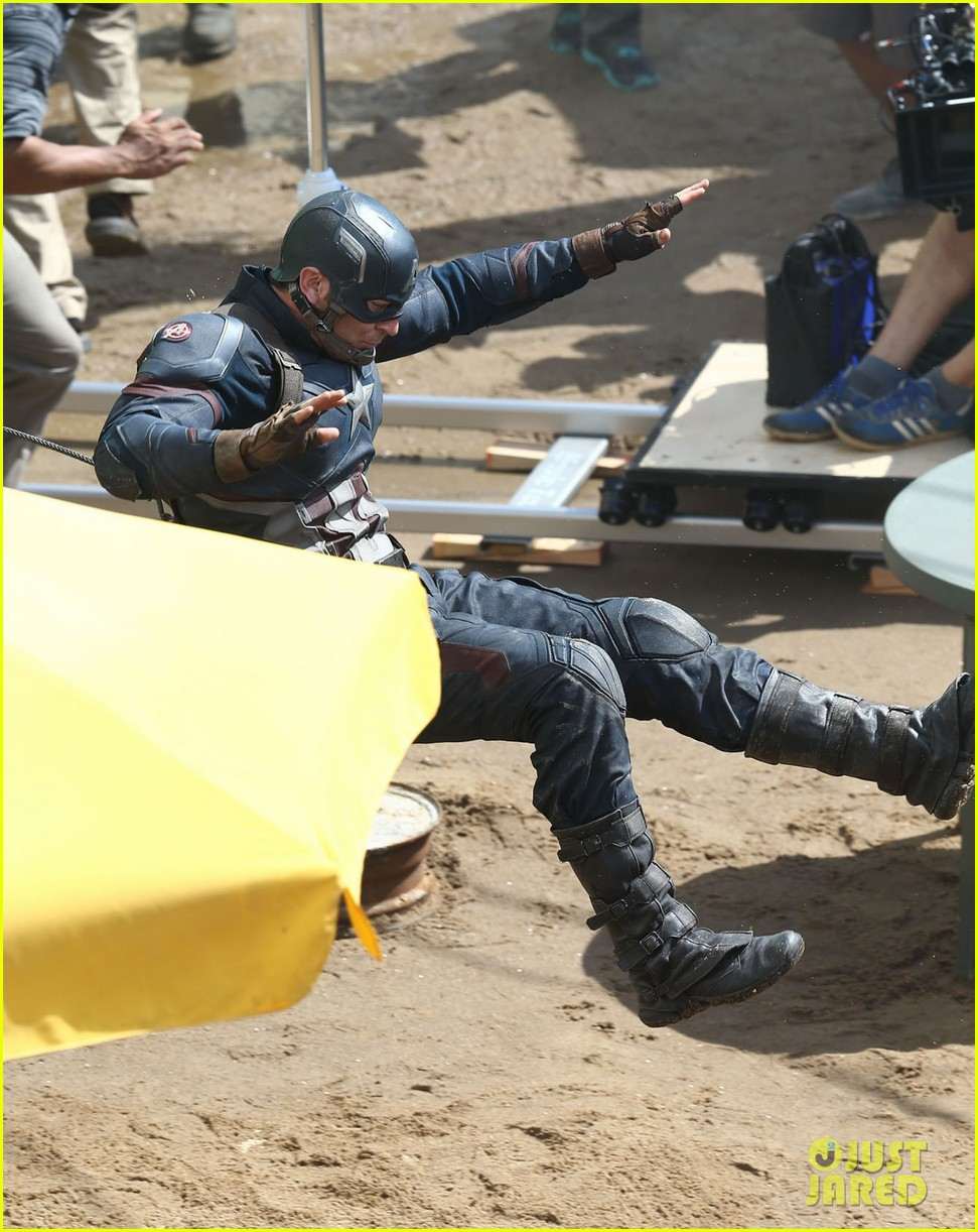 http://cdn03.cdn.justjared.com/wp-content/uploads/2015/05/cap-fight/captain-america-crossbones-fight-captain-america-civil-war-23.jpg