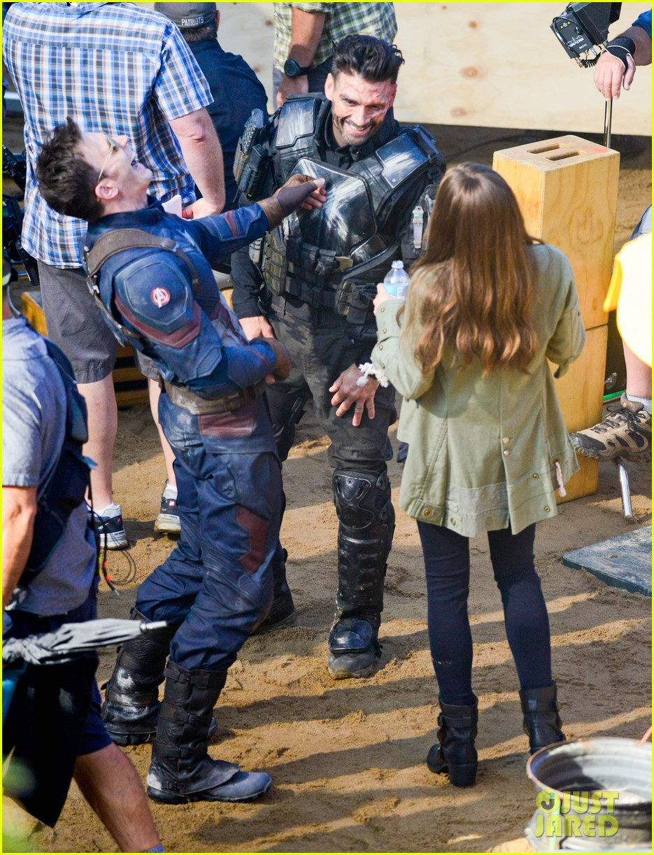 Franchise Marvel/Disney #3 Captain-america-civil-war-cast-had-great-time-on-set-16