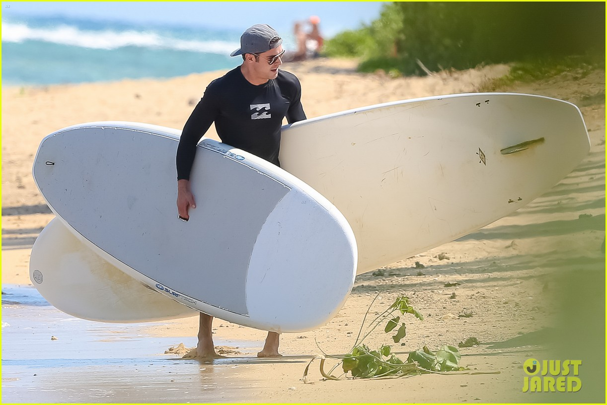 zac efron paddleboard hawaii 133377496