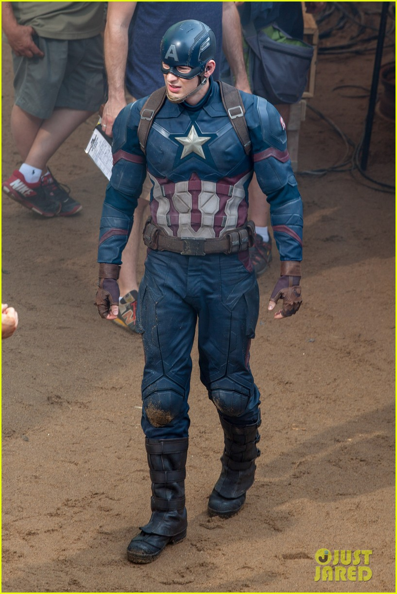 Franchise Marvel/Disney #3 Chris-evans-suits-up-for-captain-america-06