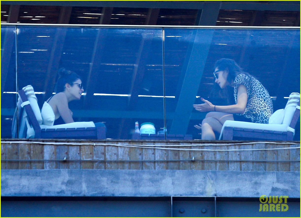 nikki reed phoebe tonkin have a girls day out in rio 083361034