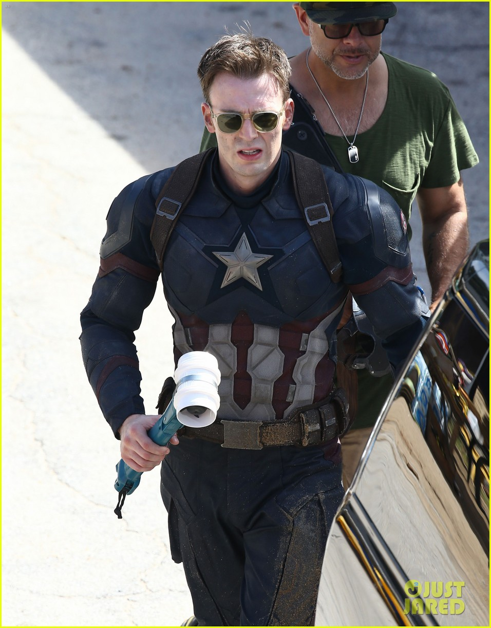 Franchise Marvel/Disney #3 Jeremy-renner-joins-chris-evans-on-captain-america-civil-war-set-02