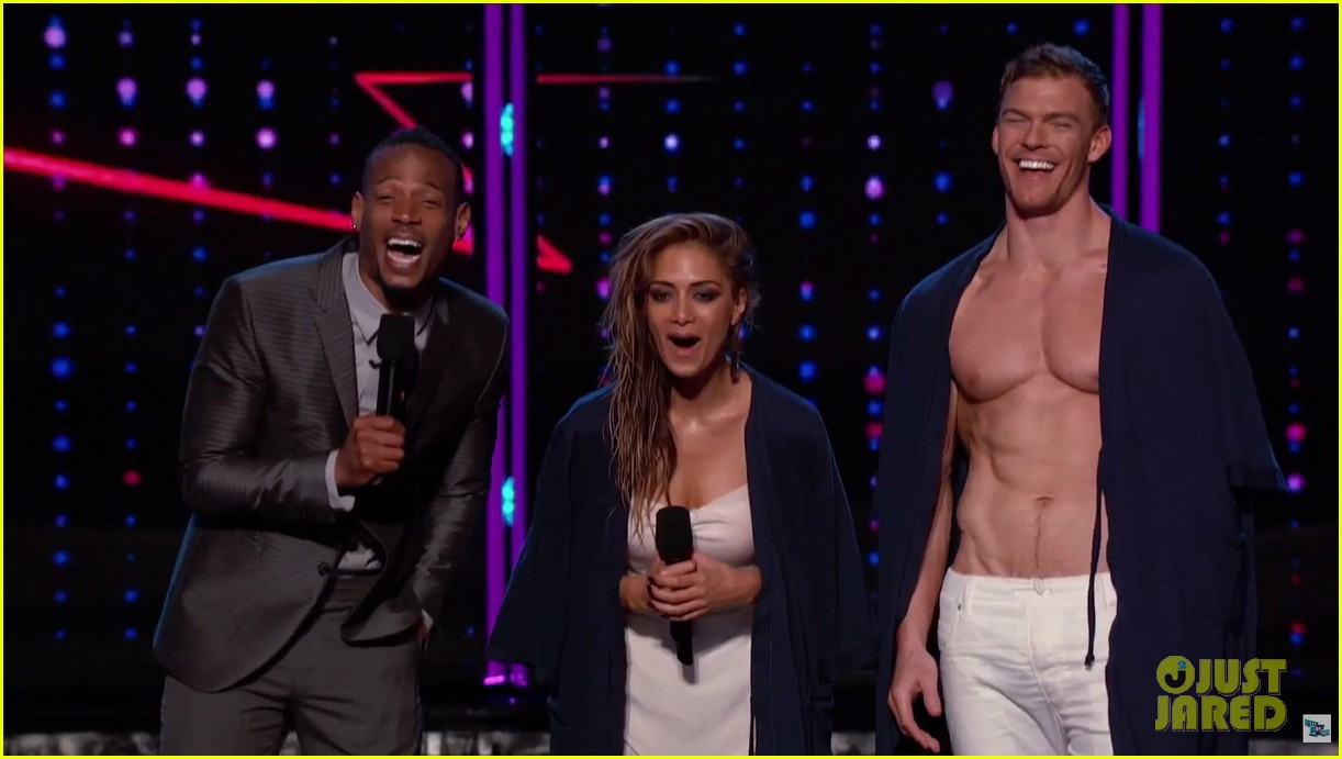 alan ritchson goes shirtless for i can do that aerial dance 12