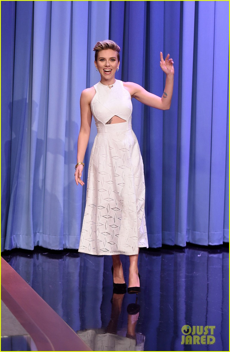 http://cdn03.cdn.justjared.com/wp-content/uploads/2015/05/scarjo-fallon/scarlett-johansson-plays-whats-in-the-box-with-jimmy-fallon-03.jpg