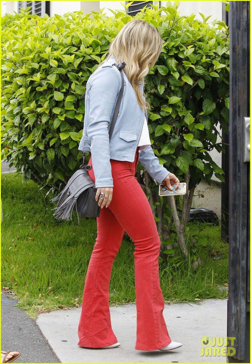 hilary duff rocks out to her own music 0102