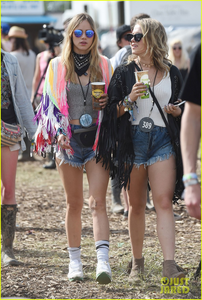 Photo of Jenna Coleman & her friend model  Suki Waterhouse - United Kingdom