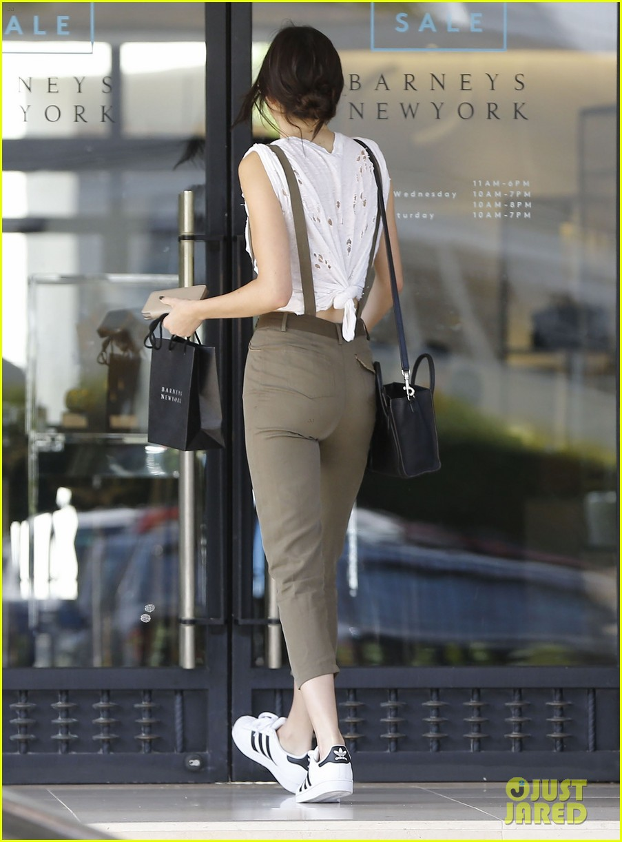kendall jenner gets in retail therapy after china trip 133393465
